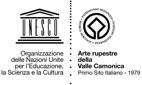 Logo Organizzazione delle Nazioni Unite per l'Educazione, la Scienza e la Cultura - Arte rupestre della Valle Camonica - Primo sito italiano 1979